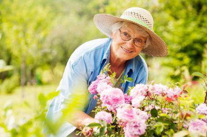personas mayores jardines terapeuticos